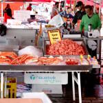 Paradas con marisco en el mercado de pescado de Bergen